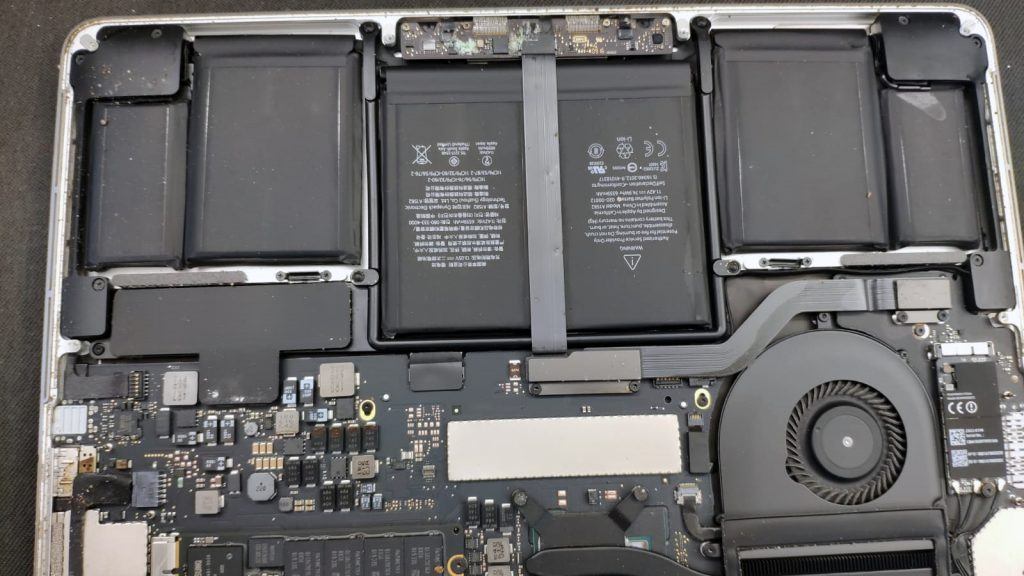 apple a1502 capac desfacut cafea si apa cursa in laptop