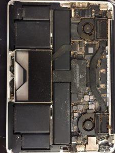 curatare praf apple macbook pro retina a1425