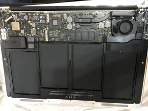 inlocuire baterie macbook air 13 a1466