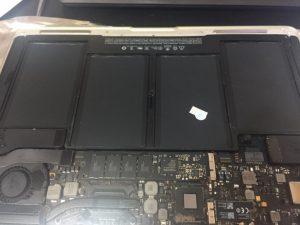 inlocuire baterie a1466