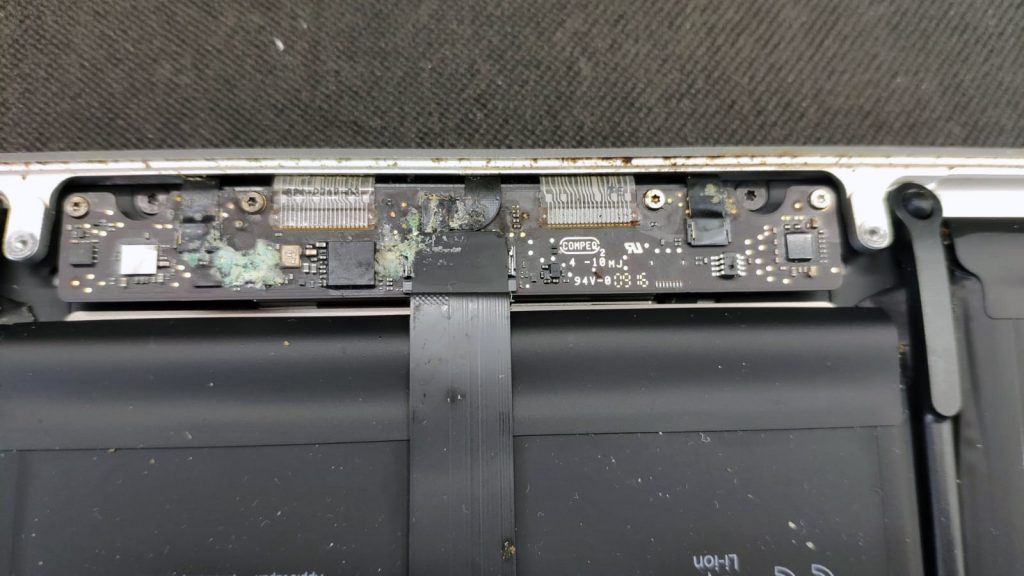 controller tastatura si touchpad macbook a1502 corodat de apa