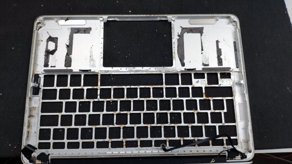 palmrest laptop apple macbook a1502 plin cu cafea