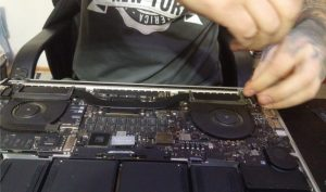 demontarea placii de baza macbook pro a1398